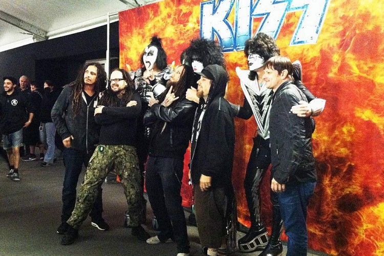 Korn taking pictures with Kiss at Hellfest.