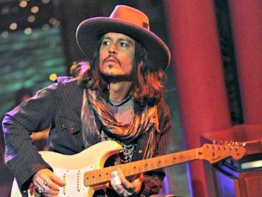 Heureux Anni Flavia  Depp-Guitar-Letterman-AP-Photo-CBS-Jeffrey-R.-Staab-640x480-e1435452707663
