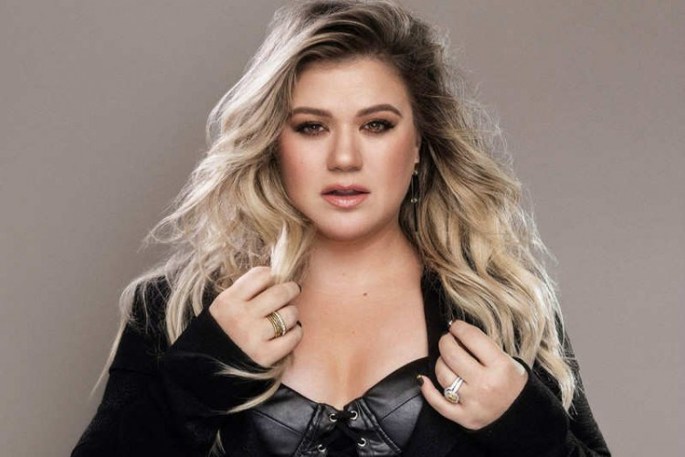 Billboard Music Awards Host Kelly Clarkson Believed To Be Ok After The Surgery